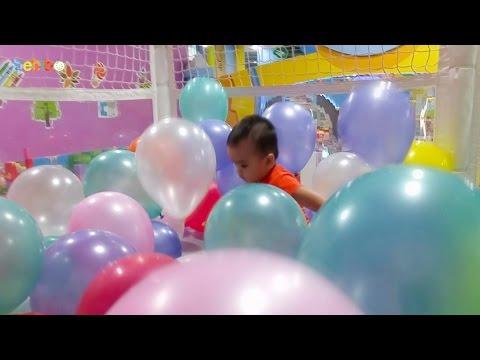 Bé chơi với bong bóng tại khu vui chơi cho trẻ em Tini World - Đồ chơi cho bé gái và bé trai