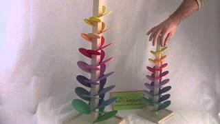 Arbre à musique à billes, un jeu musical sensoriel très original. Les pétales colorés de couleurs et de tailles différentes donnent une gamme de sons en cascade. Les sons de cet arbre à billes enchantent par leur musique agréable.