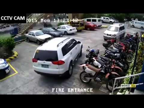 не можешь припарковаться? не лучшая идея об этом попросить другого.
