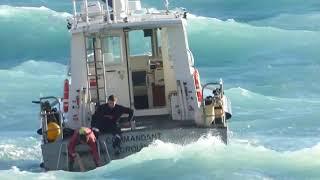 Les images du sauvetage mouvementé d'une baigneuse à Nice par les pompiers