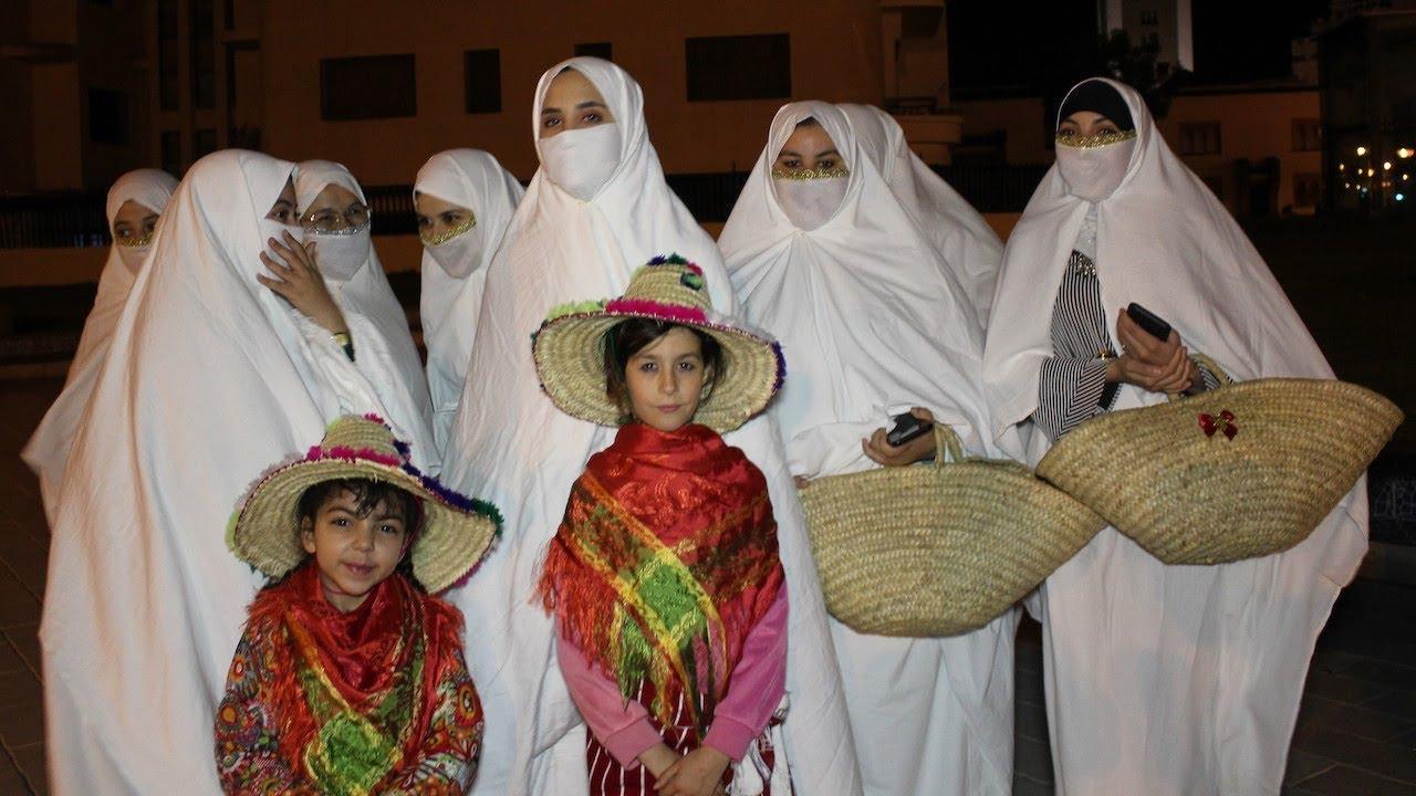 فتيات يعدن لباس الحايك لشوارع طنجة