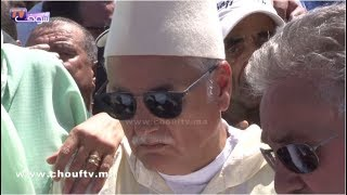 الوزير نبيل بن عبد الله يبكي والدته لحظة تشييع جثمانها بمقبرة الشهداء بالرباط |