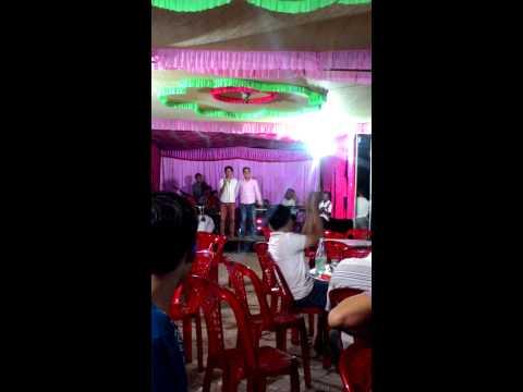 Chủ rể hát tặng người yêu cũ lấy chồng.