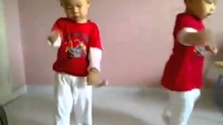 Bebés Gemelos Bailando (Gangnam Style)