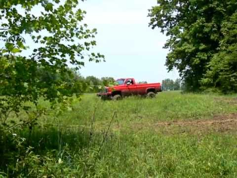 Big Red 87 chevy 4x4 in mud