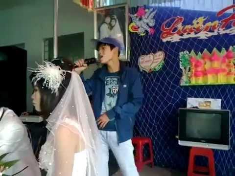 Thanh niên hát tặng người yêu cũ đi lấy chồng trong đám cưới =))