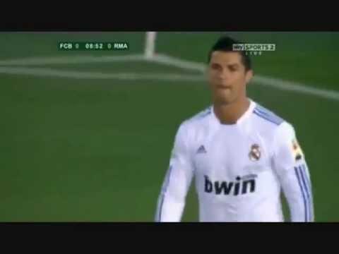 C.Ronaldo đi bóng qua  Puyol, Xavi ,  Iniesta, Messi ...