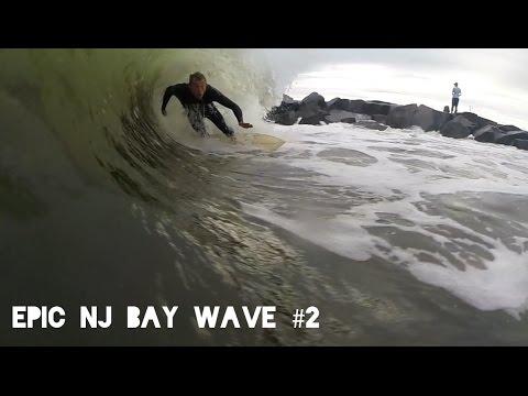Ben Gravy - Surfing Bay Wave