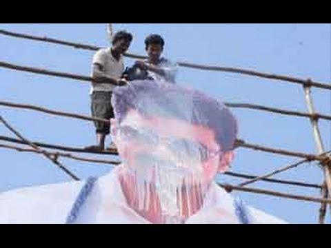 Vijay Fan Trips from Theatre Roof, Dies | Vijay's 'Kaththi' | Fans Celebration