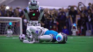 روبوتات تتنافس في مباراة لكرة القدم بإيطاليا