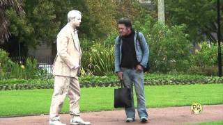Funny Statue scares prank..