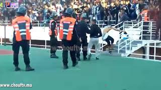 بالفيديو...احتفالية هيستيرية للاعبي الجيش مع الجمهور العسكري بعد الفوز على الرجاء والجماهير تقتحم الملعب والبوليس يتدخل |