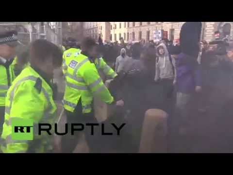 UK: Watch students and police clash during London demo against tuition fees