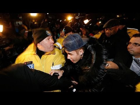 Justin Bieber charged with assaulting limousine driver in Canada