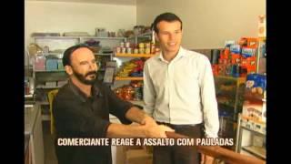 Comerciante d� pauladas em bandidos que invadiram mercearia em Varginha