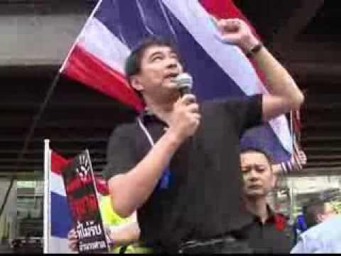 Người biểu tình Thái Lan xông vào Bộ tư lệnh Quân đội