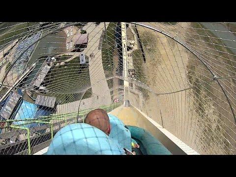 世界最惊险滑梯:滑下瞬间如同跳楼(组图/视频)