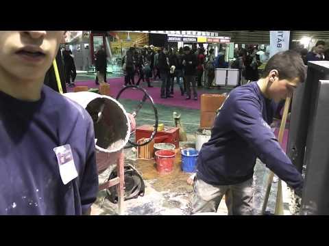 MONDIAL DES METIERS 2014 Des jeunes réalisent des murs de chanvre