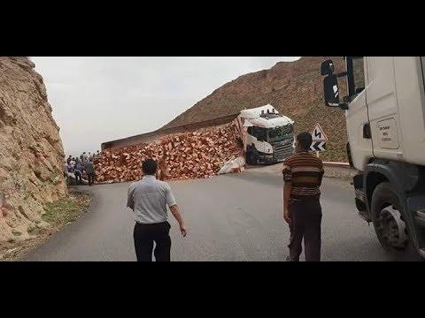 منعرجات الموت : تيزي نتلغمت حادثة سير تغلق الطريق الوطنية 13 -اخبار الريش والنواحي