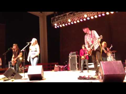 Blind Melon - Nico Hoon sings Change 8-5-2013 at Indiana State Fair