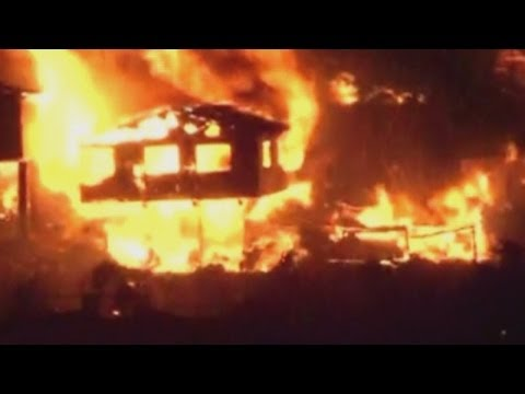 Huge fire destroys 500 homes and kills four people in Chile