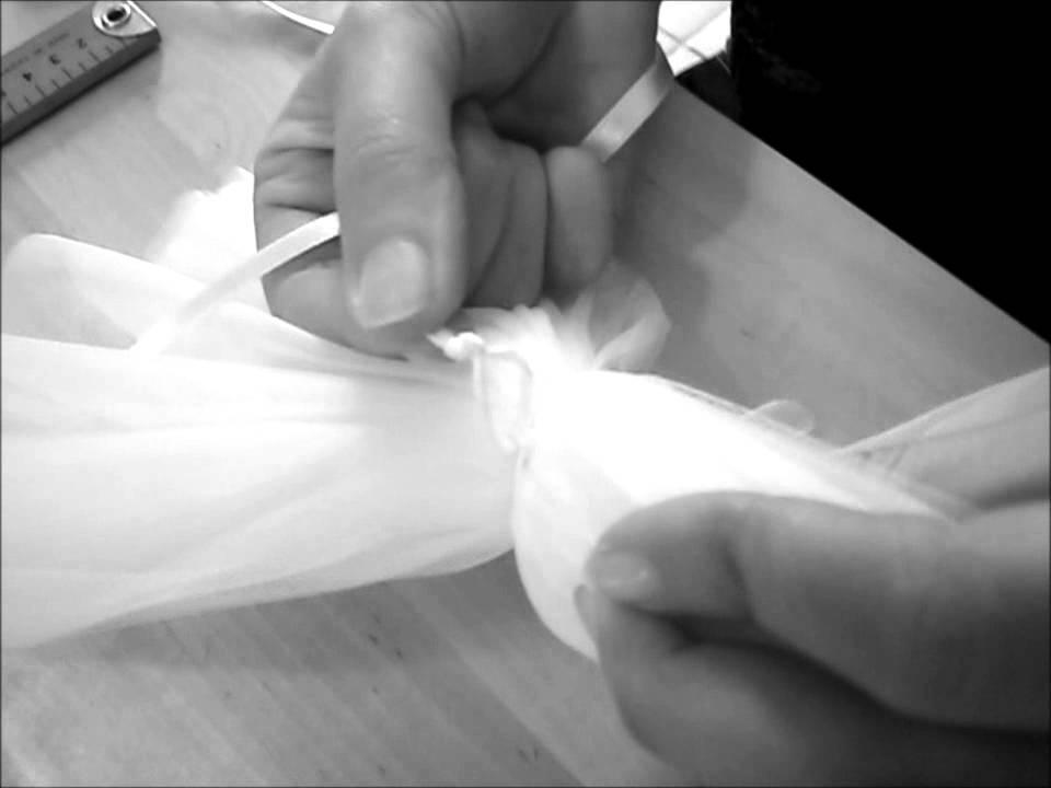 Tuto comment faire des pompons en tulle how to make wedding pom poms youtube - Comment fabriquer des pompons ...