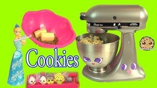 Queen Elsa from Disney Frozen Makes Homemade Chocolate Chip Cookies - Cookieswirlc Video