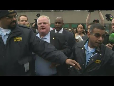 Toronto Mayor Rob Ford incredibly runs away from reporters in City Hall