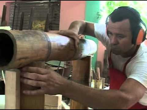 Guillermo rodr guez artista cubano hace muebles con bamb - Muebles de bambu ...