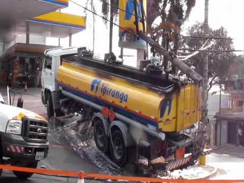 Perigo! Caminhão Tanque pega  Fogo.wmv
