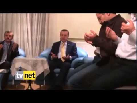 بالفيديو…أردوغان يقرأ القرآن في عزاء آخر شهداء سفينة مرمرة