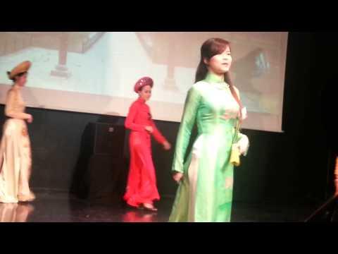 Défilé de l'Aodai - Spectacle Le Printemps du Vietnam - ACVR 3/2014