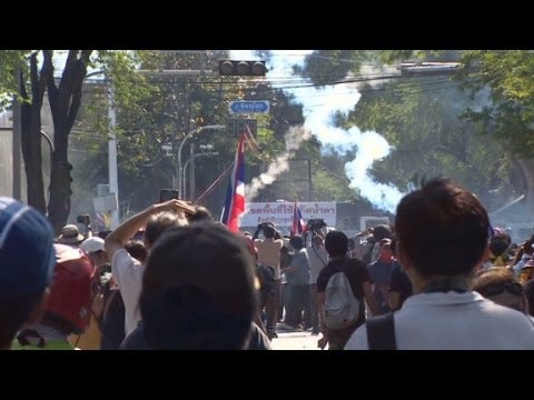 Bangkok: Protesters and police play cat and mouse