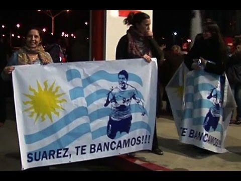Luis Suárez regresó a Uruguay donde lo recibieron como a un héroe