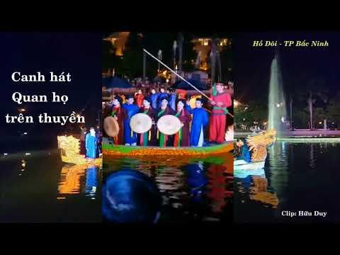 Canh hát Quan họ trên thuyền tại Hồ Đôi (TP Bắc Ninh) đêm 19/8/2017