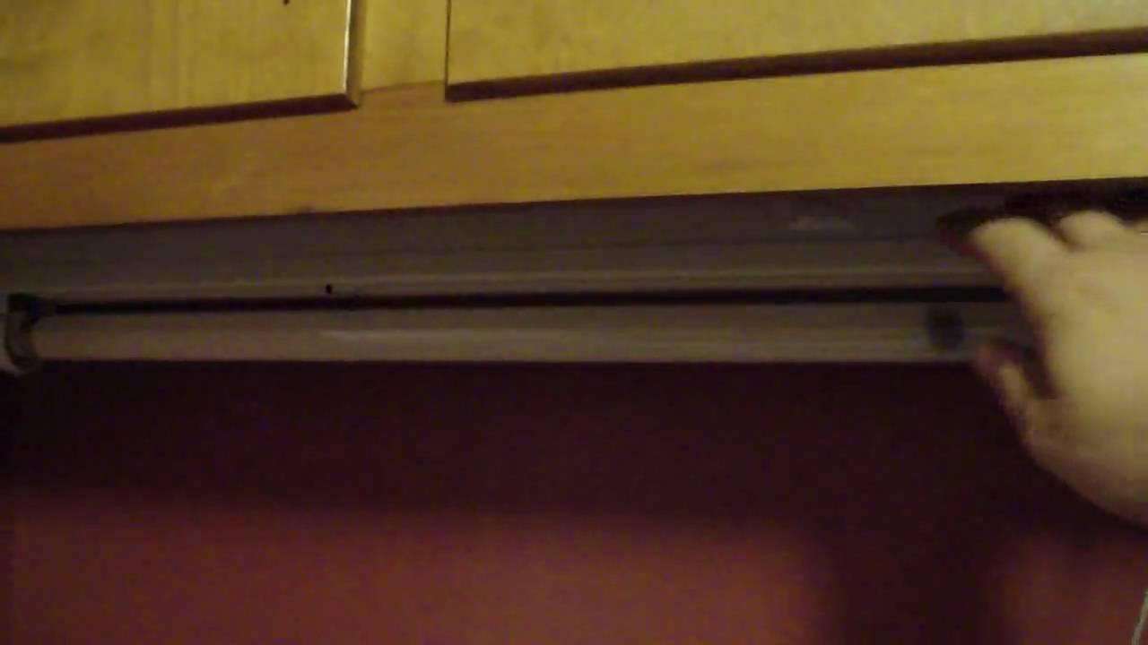 lampi 20 watt preheat fluorescent light fixture in my kitchen very