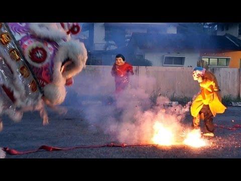 乌冷福建公会龙狮团 舞獅玩鞭炮跳高樁 2013 lion dance with firecrackers & high poles