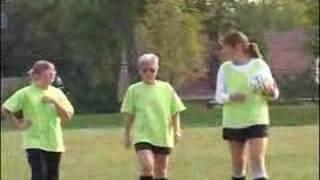 Een korte reportage over moeders die niet alleen voetbal kijken maar zelf ook spelen.