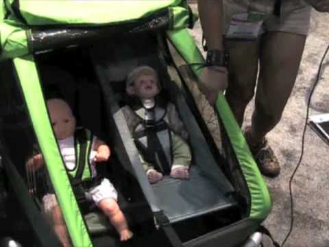 croozer kid for 2 bike child trailer youtube. Black Bedroom Furniture Sets. Home Design Ideas