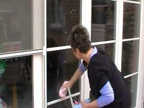 Hoe ramen poetsen