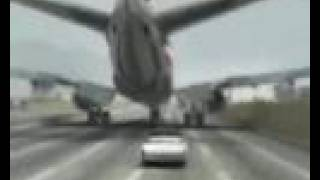 Avion aterriza en carretera