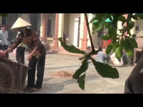 Dân xã Liên Hiệp, huyện Phúc Thọ, Hà Nội chiếm UBND xã