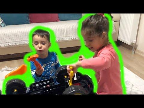 Azra and Ali repair the truck - Funny Kid Video