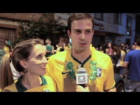 Los brasileños celebran la clasificación de la Canarinha para semifinales