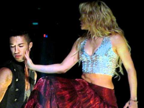Shakira Dancing