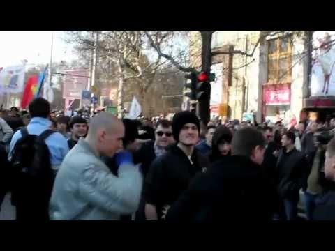 Ciocniri între participanţii la Marşul Unirii şi comunişti la Chişinău