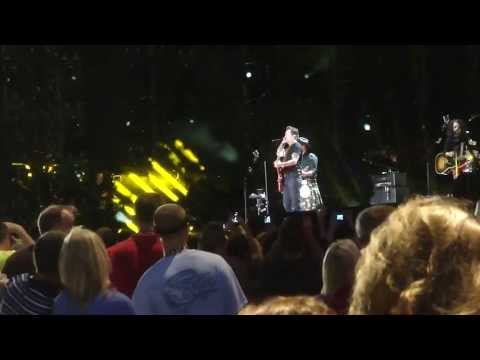 Gary Allan - It Ain't the Whiskey (Live CMA Fest 2013)