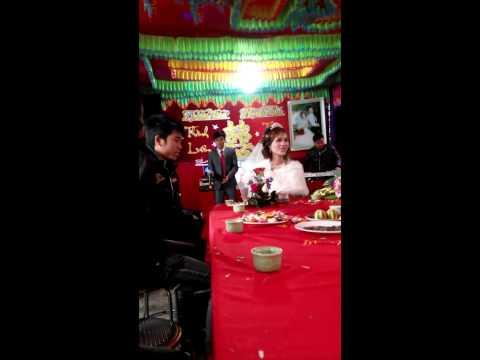 Chú rể hát Cầu Vồng Sau Mưa tặng vợ nhân ngày cưới