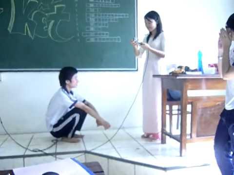 SỐC với màn tỏ tình của học sinh với giáo viên ngay trong lớp học.flv