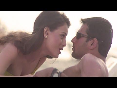 Mujhase Dosti Karoge, Dia Mirza, Koi Mere Dil Mein Hai - Sizzling Dance Song